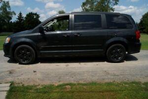 2011 Dodge Grand Caravan STOW & GO Minivan, Van