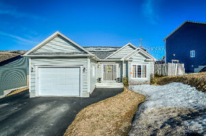 Impressive Bungalow In A Sought After Paradise Neighbourhood.