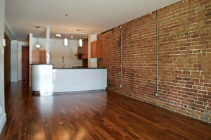 Lease Transfer 2 BR 2 BATH condo (1100sf) in old Montreal