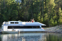 """Houseboat for sale 58' x 14'6"""" Beautiful Cabin on the Lake"""