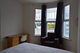 """single """" double """" twin rooms ready to move in!! all bills inclusive!! 15min picadilly"""