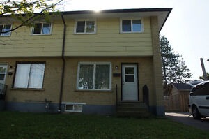 Renovated Waterloo student house - $300 (summer, all included)