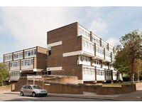 4 bedroom flat in Rayners Road, London, SW1