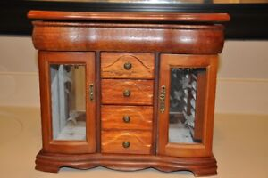 Wooden jewellery box with 4 drawers and 2 glass doors