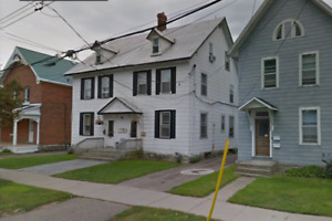 Great 3-BDR house downtown - Available now...