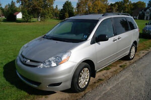 2008 Toyota Sienna AWD LOADED Minivan, Van