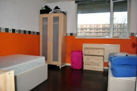 **Big Double Room in Front of Bermondsey Tube Station**