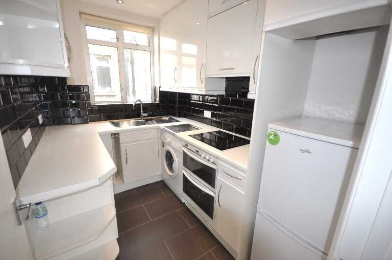 *NO AGENTS FEE - INCLUDES GAS, HOT WATER & HEATING New 2 double Bedroom flat fitted kitchen 12 June*
