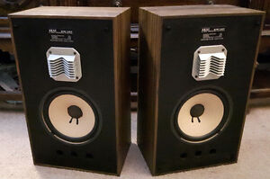 Vintage Speakers Akai SW-127