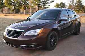 2012 chrysler 200 limited V6.  !! TRADE
