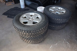 255 70 18 WINTER TIRES AND JEEP RIMS