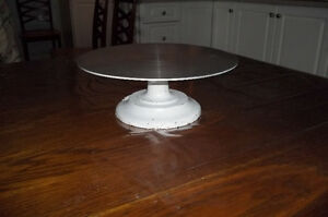 REVOLVING  PEDESTAL CAKE TABLE