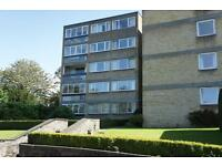 3 bedroom flat in Eastmead Court, Stoke Bishop, Bristol, BS9 1HP