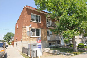 Huge 5 ½ - fully renovated 3 closed bedrooms - top of duplex