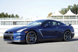 Wanted: 2013+ Nissan GT-R in Blue