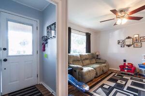 Perfect Starter Home Cambridge Kitchener Area image 2