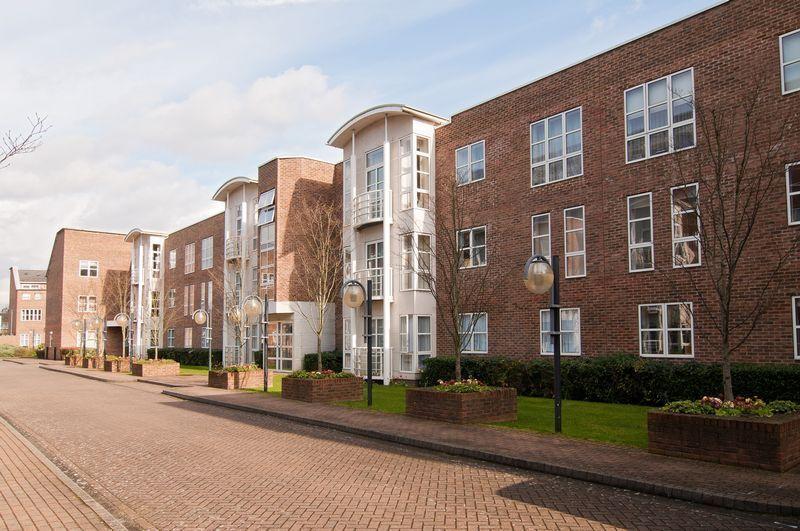 2 bedroom flat in Manbre Road, London, W69