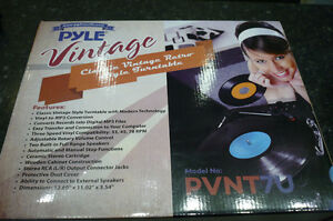 PYLE Vintage Record Player Turntable Built inSpeakers NEW IN BOX