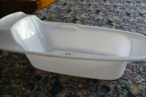 Infant / Toddler bath tubs --- Asking $5 each