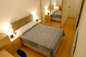 Large room in shared ground floor flat in Risinghurst, Oxford, ideal for single professional female.