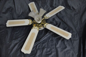 """48"""" Ceiling Fan, 3-speed, bi-directional, with 3 lights"""