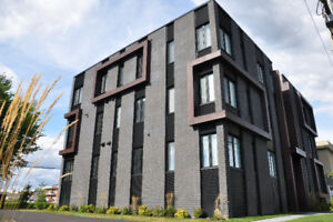 Condo 2017 5 1/2 St Hubert disponible Maintenant