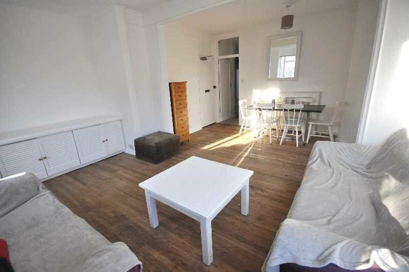 *Recently Refurbished 2 Bedroon Apartment, Located in St John's Wood, Wood Floors, Double Bedrooms!*