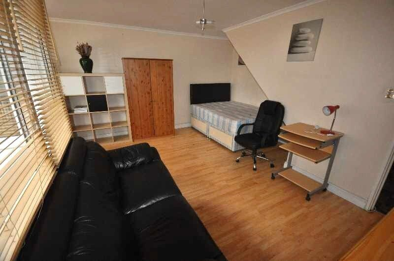 Newly Refurbished 4 Bedroom Property to Rent in Camden, Balcony, Wood Floors, Available July 2017