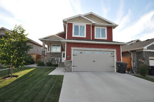 BEAUTIFUL MUST SEE RIVERSTONE HOME!!