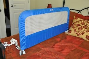 Summer Infant toddler bed rail, blue - MINT condition