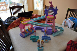Écurie musicale Little People (Fisher Price) 30$ (vaut 80$)