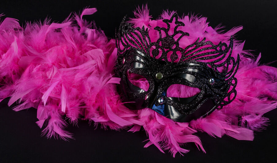 How to Choose a Feather Boa