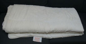 Kingsize 12 tog Hollowfibre Quilt / Duvet, Good Clean Condition, Smoke-free