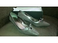 Beautiful pair of 'VAN DAL' shoes - Size 7 - Worn once for my daughters wedding!