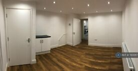 2 bedroom flat in Lancaster Road, Northolt, UB5 (2 bed) (#740067)