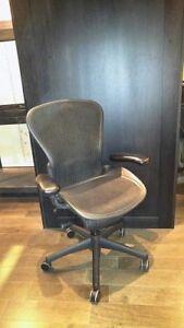Chaises de bureau MARQUE: Herman Miller MODÈLE: Aeron