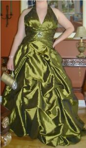 Robe de bal chartreuse / Olive-Colored Prom Dress