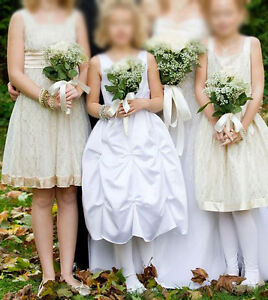 Gorgeous white Flower girl dress / Communion dress with crystals London Ontario image 2