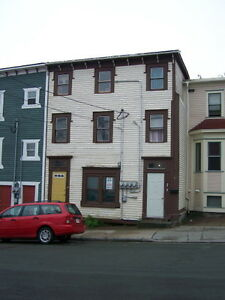 Upper Level 1 Bdrm apt on Long's Hill available APRIL 1st