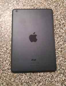 32gb iPad mini with charger + box EXCELLENT CONDITION