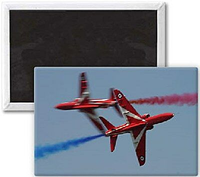 Red Arrows (two crossing) fridge magnet   (se)  REDUCED TO CLEAR