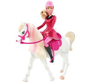 Barbie et son cheval qui marche et écoute les directives