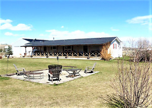 Acreage with mountain views in Sundre