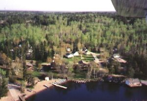 Deluxe Lakefront Cottage Vacancy at BIG WHITESHELL LODGE