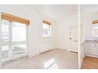 2 DOUBLE BEDROOM GROUND FLOOR FLAT/OPEN PLAN LIVING/BATHROOM