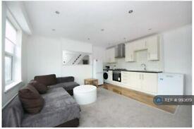 2 bedroom flat in Gloucester Road, London, W3 (2 bed) (#993619)