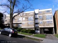 SUPER LIGHT AND AIRY 2 BEDROOM SPLIT LEVEL FLAT £1,150.00/PCM