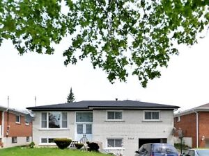 Detached House With Finished Basement For Sale in Mississauga