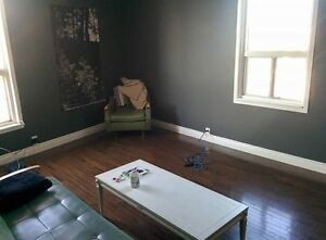 Room for rent in the Junction (Dundas West)
