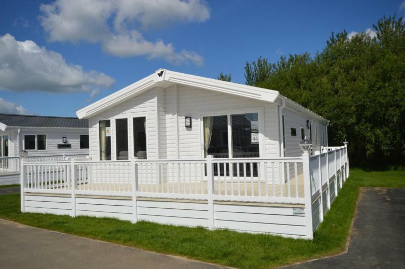 Luxury Lodge Lowestoft Suffolk 3 Bedrooms 6 Berth Willerby Pinehurst 2017